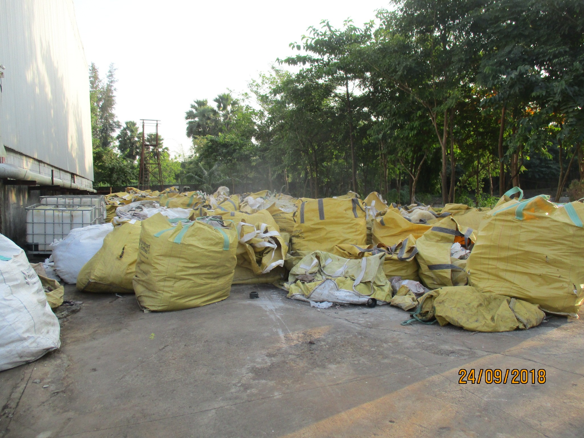 Polyester Wastage Lumps- 24996 Kgs